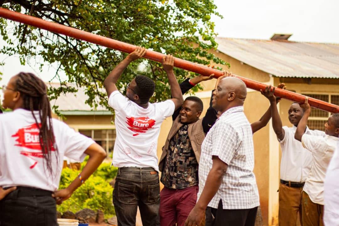 Raising the mast in connecting schools